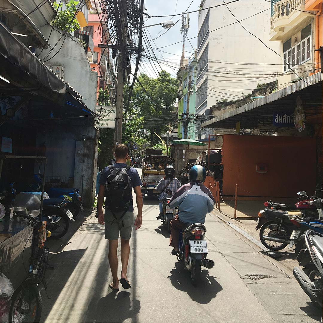 Thais rijden in Bangkok | Bijzonderdag